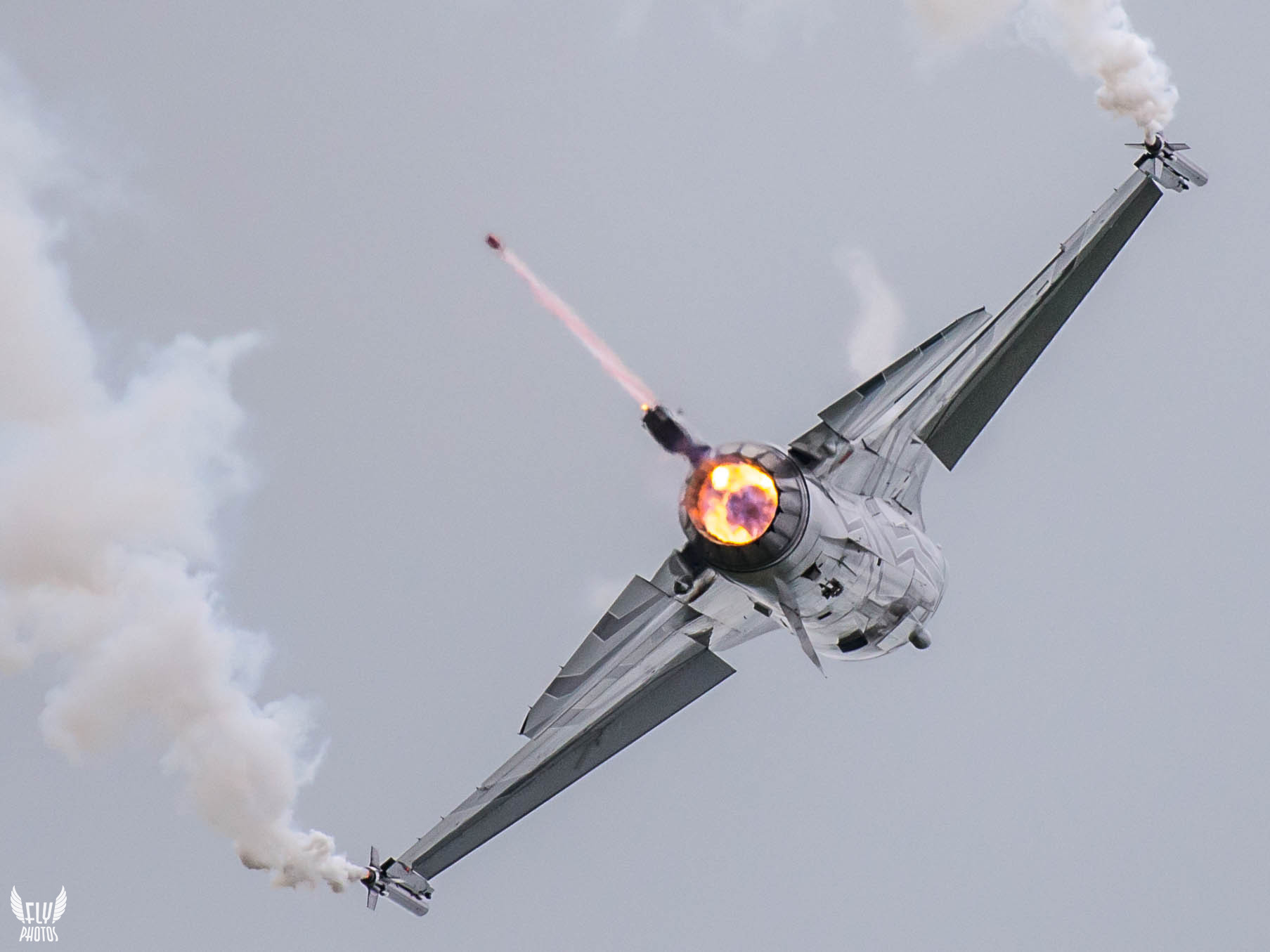 Photo of the dya: Classic Belgian F-16 demo