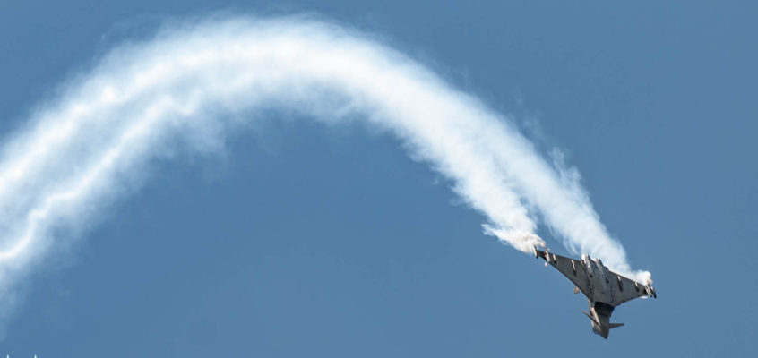 Photo of the day: Classic Eurofighter maneuver
