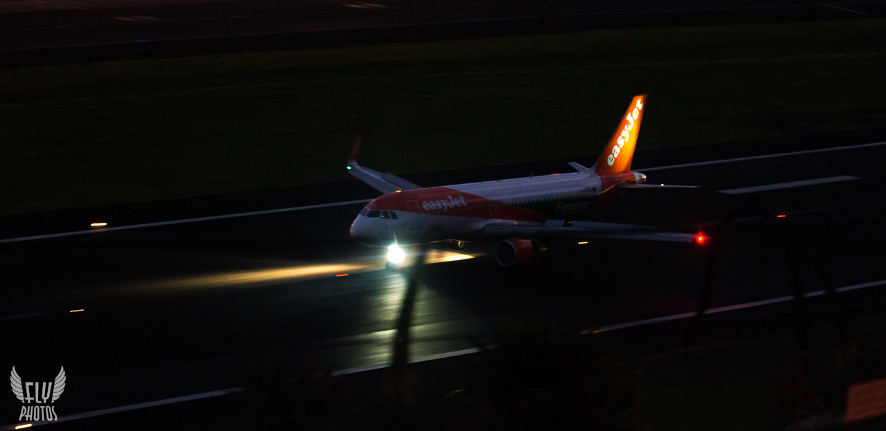 Photo of the Day: Easy landing for EasyJet