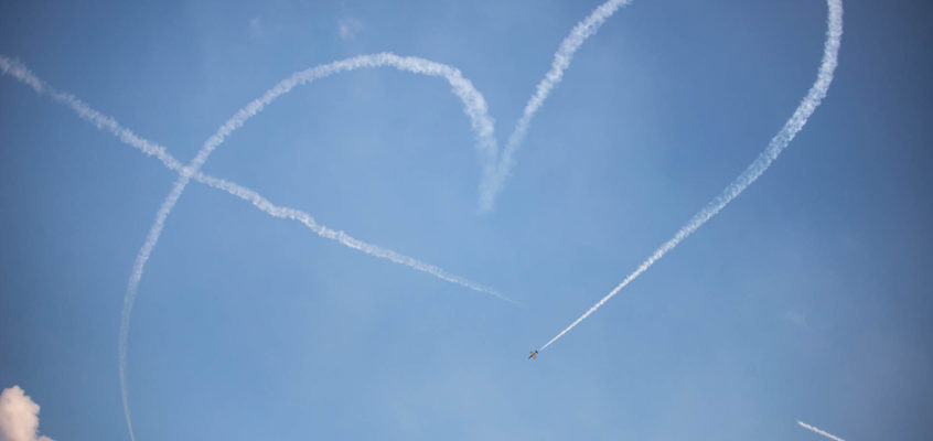 Photo of the day: Pilots share their love with everyone!