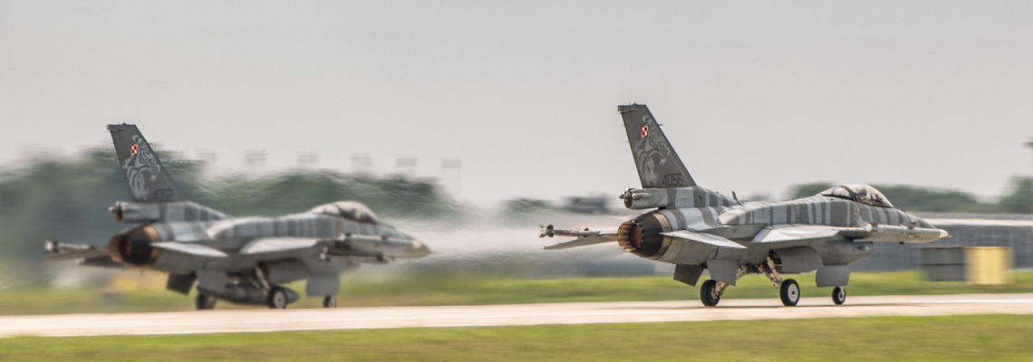 Photo of the day: Parallel takeoff – Polish Air Force