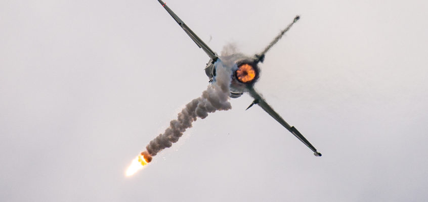 Photo of the day: JF17 leaving heat behind